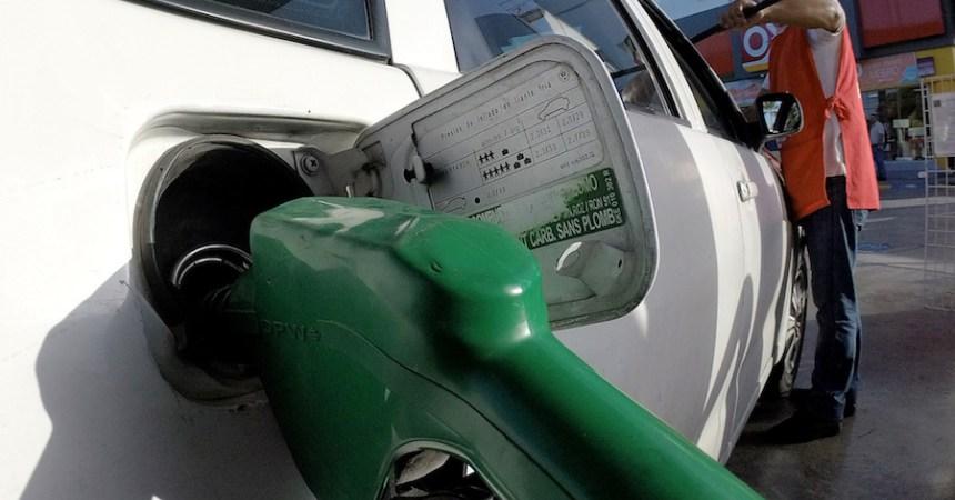 La Magna podría costar 9.5 pesos por litro en enero de 2017 si el tributo que le impuso Hacienda no fuera tan alto.