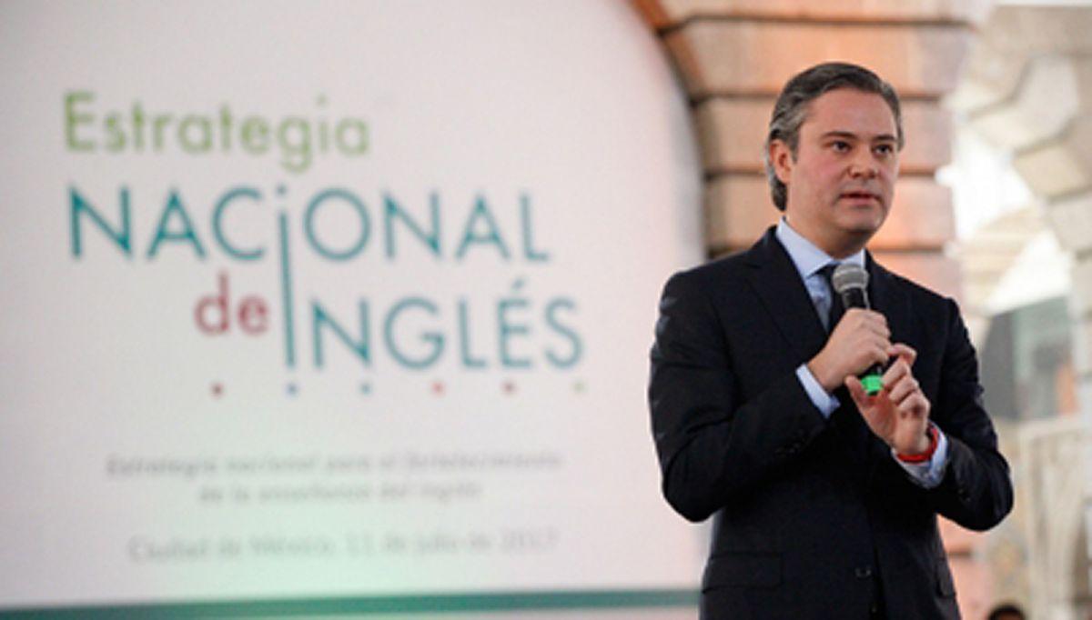 El objetivo de este plan es que en 20 años todo el sistema de educación pública de México sea bilingüe, aseguró el secretario de Educación Pública, Aurelio Nuño.