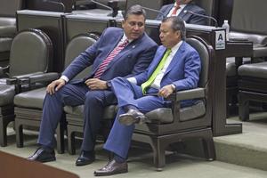 Los diputados César Camacho y Álvaro Ibarra bucan que se reconozca el testimonio de terceros como evidencia de un delito. (Foto: Proceso)