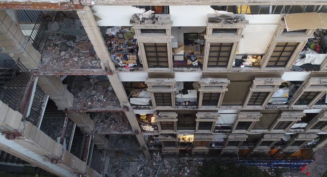 """""""Si hubieran tenido elementos verticales, como columnas, [los puentes] no se hubieran colapsado de esa forma"""", aseguró el Ingeniero arquitecto y urbanista, Alfredo Vargas Domínguez."""