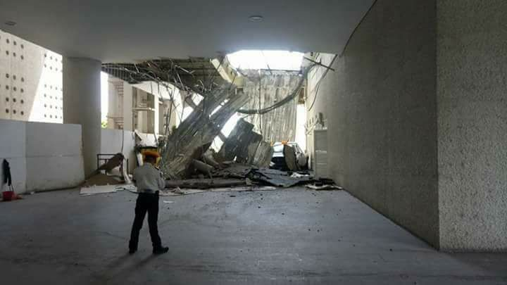 Los daños en la Terminal 2 del AICM parecen más severos de los que reconocen las autoridades.
