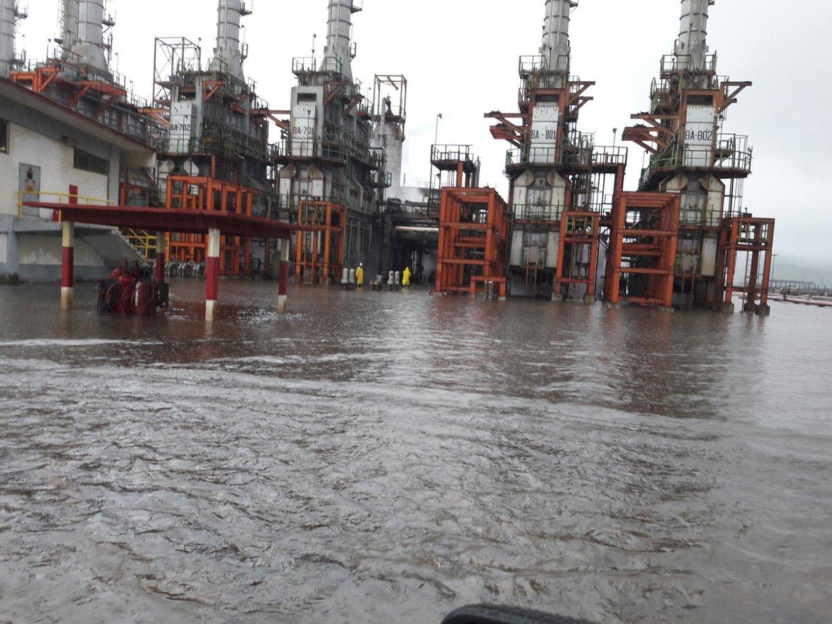 La tormenta tropical Calvin inundó la refinería Salina Cruz, la de mayor capacidad en el país.