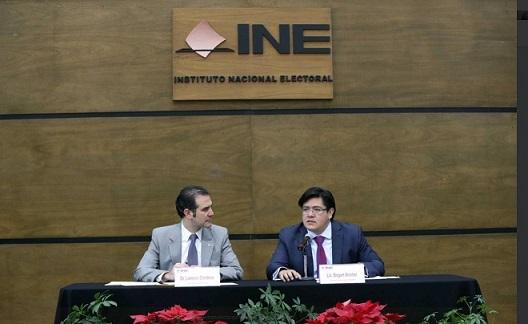 Lorenzo Córdova, consejero presidente del INE, defiende el financiamiento público a partidos políticos.