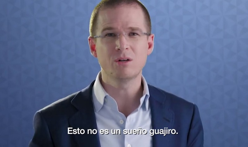 Ricardo Anaya, presidente nacional del PAN, explicando los beneficios de un Ingreso Básico Universal.