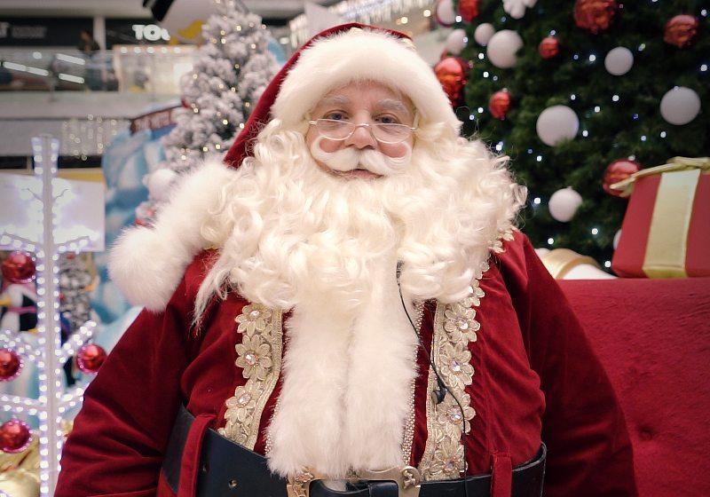 Un Santa de centro comercial debe saber desde historia hasta maquillaje, todo para convertirse en la mejor versión del hombre de los juguetes.