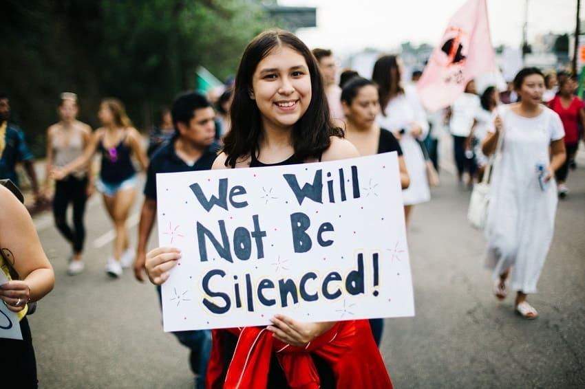 Marcha a favor de los derechos de los migrantes en Los Ángeles, California.