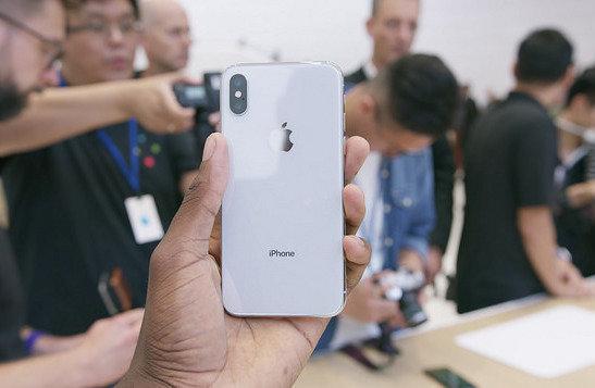 La caída en interés por el iPhone X puede deberse al precio elevado y la falta de características interesantes