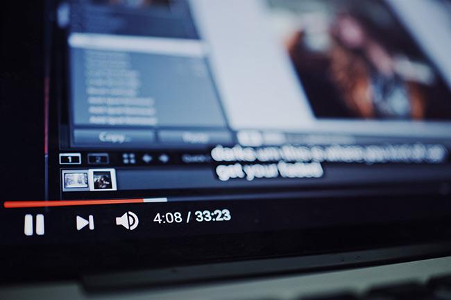 YouTube espera proporcionar a sus usuarios un mejor entendimiento de las noticias que consumen en la plataforma
