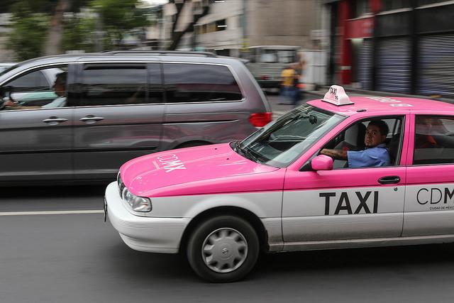Los taxistas mexicanos apuestan a la tecnología para recuperar la cuota de mercado que perdieron frente a Uber y Cabify.