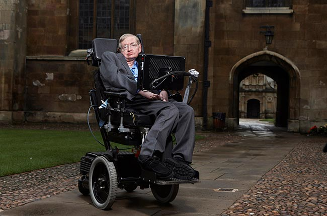 Stephen Hawking decía deberle buena parte de su bienestar al sistema de salud gratuita y universal de su país (Foto: LWP Kommunikation)