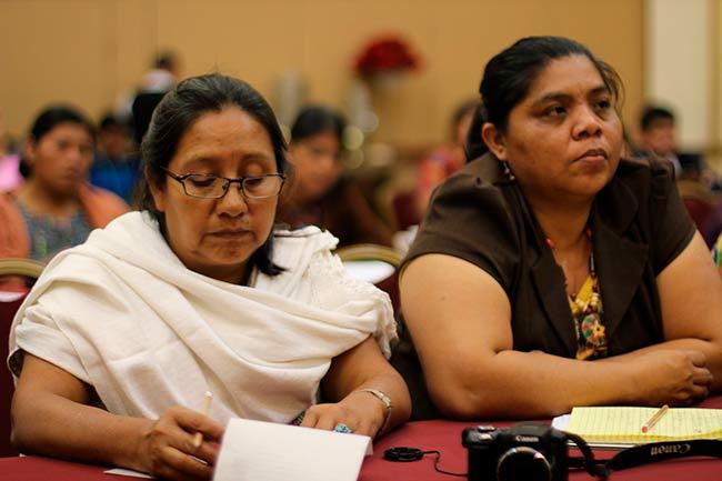 Plasmar lenguas indígenas en literatura ayuda a preservar la memoria de los pueblos que las hablan (Foto: Conversatorio sobre Derechos de las Mujéres Indígenas
