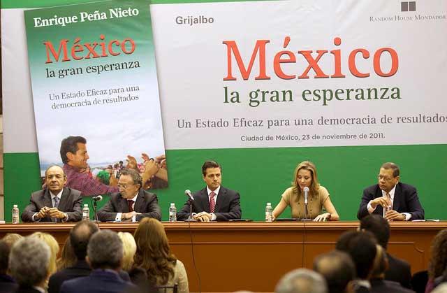 Enrique Peña Nieto en 2011 durante la presentación de su libro