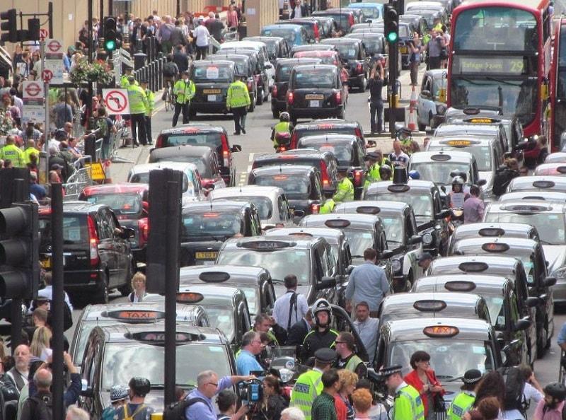 Protestas en Londres Reino Unido, por la presencia de Uber. Fotografía David Holt.