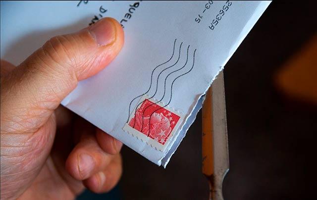 Varias dependencias del gobierno estadounidense recibieron sobres con CDs que contenían software maligno, un ciberataque por correo postal