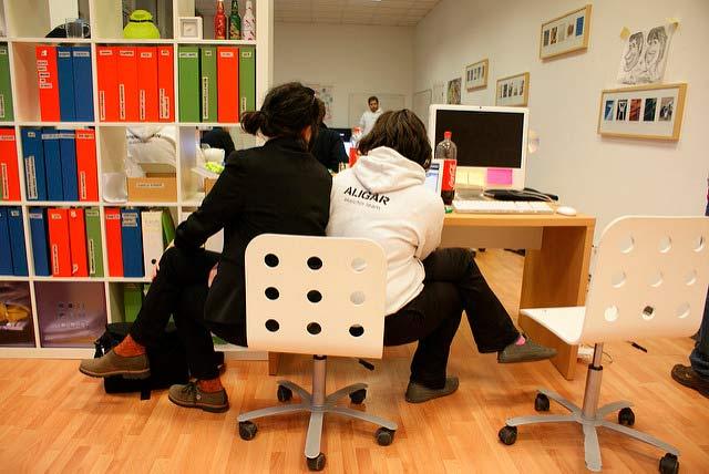 El crecimiento de trabajadores freelancers y emprendedores han impulsado el aumento de espacios de coworking. Foto: Luca Mascaro / algunos derechos reservados.