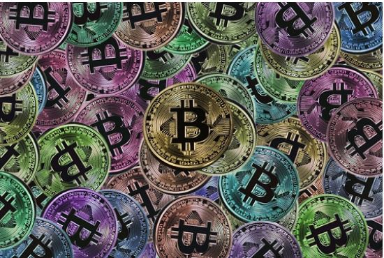 Representación del Bitcoin, criptomoneda creada hace 9 años por Satoshi Nakamoto.