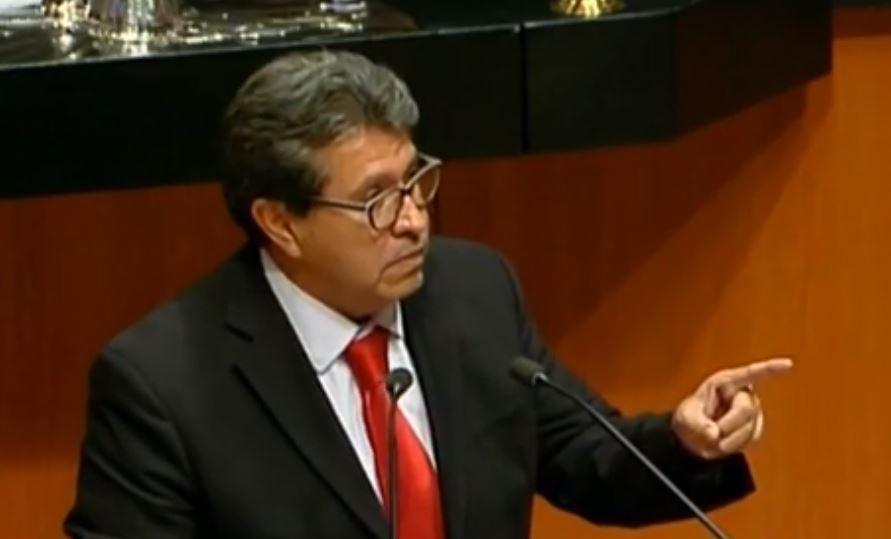 Ricardo Monreal, en tribuna defendiendo la cancelación de la reforma educativa.