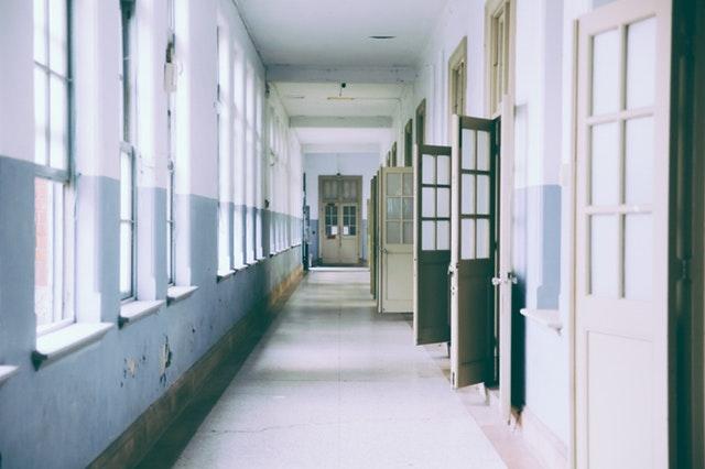 El plan de reconstrucción aprobó 75% menos dinero a rehabilitación de escuelas que lo que se destinó a pavimentación de vialidades.
