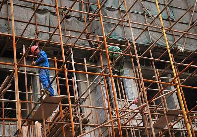 Tras dos meses en ascenso, la confianza empresarial bajó en el sector de manufactura, construcción y comercio