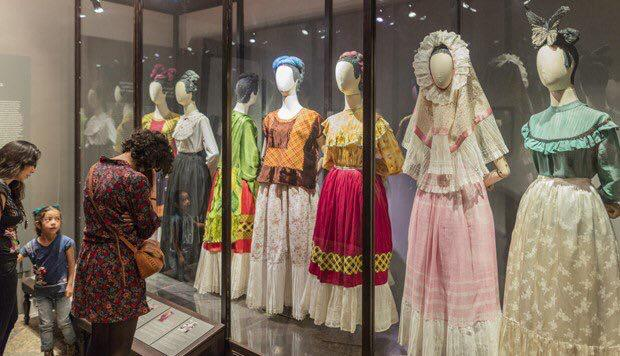 La exhibición del vestuario de Frida Kahlo en Londres