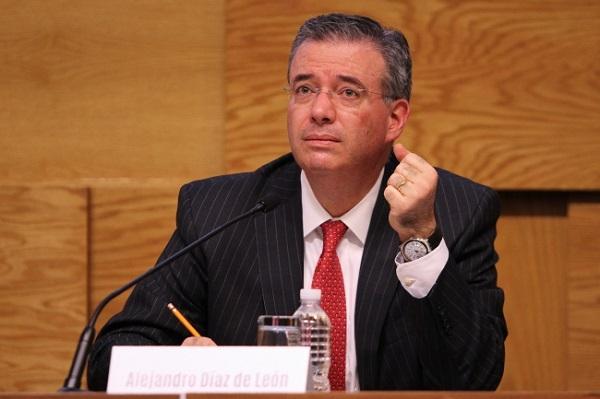 Alejandro Díaz de León enfrentará los retos del Banco de México con un capital vulnerable. (Imagen: Notimex)