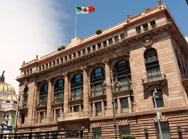 Subgobernador de Banxico a favor de subir tasas en México
