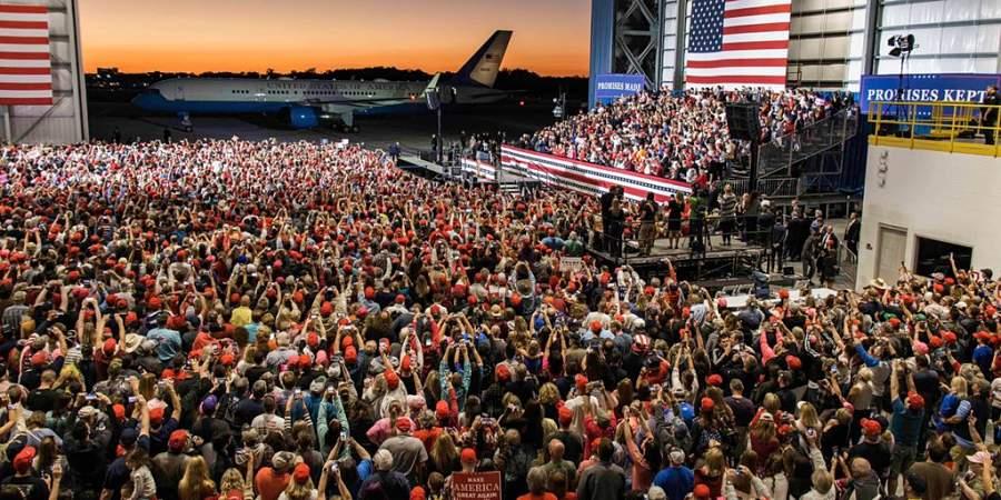 El presidente Donald Trump en un acto de campaña en Florida el sábado 3 de noviembre (Twitter: @realDonaldTrump)