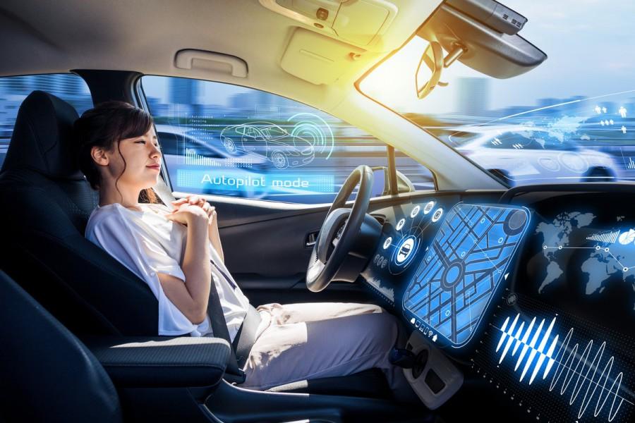 Actualmente se trabaja en tecnología que combina inteligencia artificial del coche autónomo con el trabajo humano para incrementar la confianza en estos autos (Foto: Twitter@BBVAResearch).