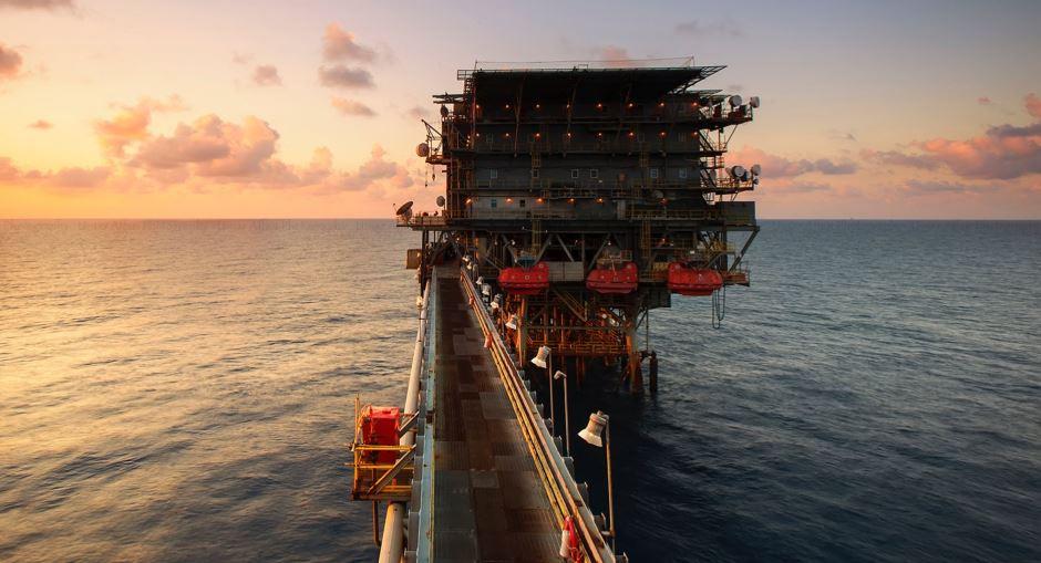 La baja en la demanda, sumado al bajo impacto que tuvieron las sanciones económicas de Estados Unidos sobre Irán ha derribado el precio del petróleo.