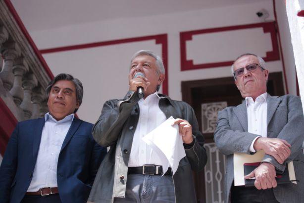 El presidente electo López Obrador, Carlos Urzúa y Gerardo Esquivel en conferencia de prensa el 23 de julio de 2018 (Foto: lopezobrador.com).