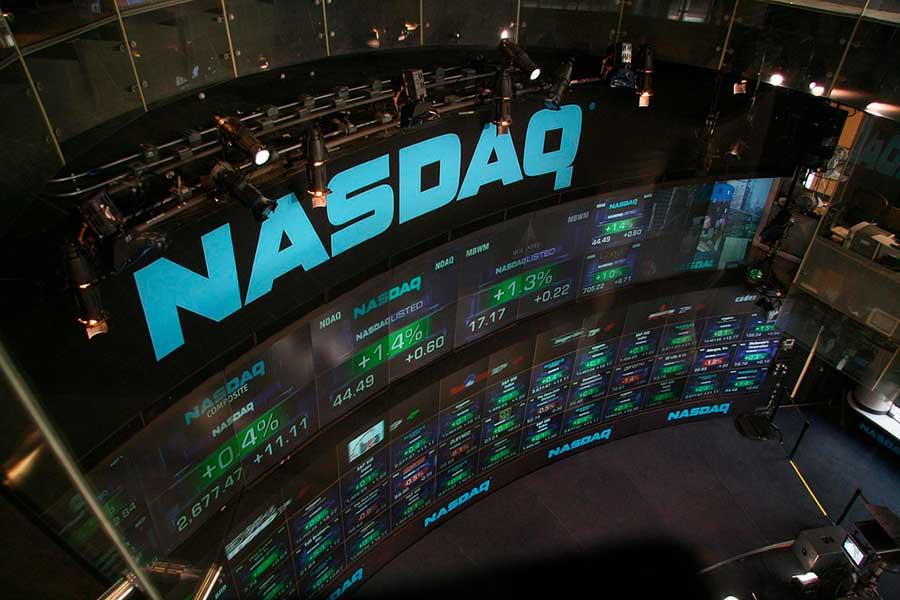 Los mercados globales se contagiaron de la aversión al riesgo y el índice tecnológico Nasdaq perforó el piso de los siete mil puntos (Foto:bfishadow)