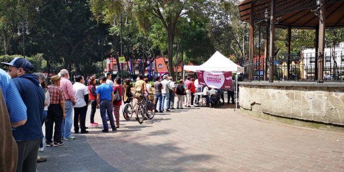 Mesa de votación en la Ciudad de México el primer día de la Consulta por el NAIM