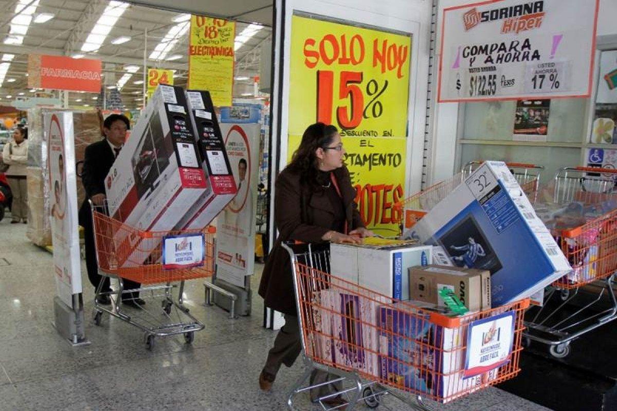 En noviembre los mexicanos solicitaron 5.1 mil millones de pesos a los bancos para comprar bienes muebles, 2.6 mil millones más que en 2013.