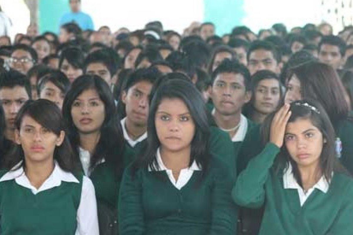 El 80% de los egresados de la secundaria tiene desconocimiento total del inglés, que luego le exigirán para titularse de alguna licenciatura en 85% de las universidades en México.