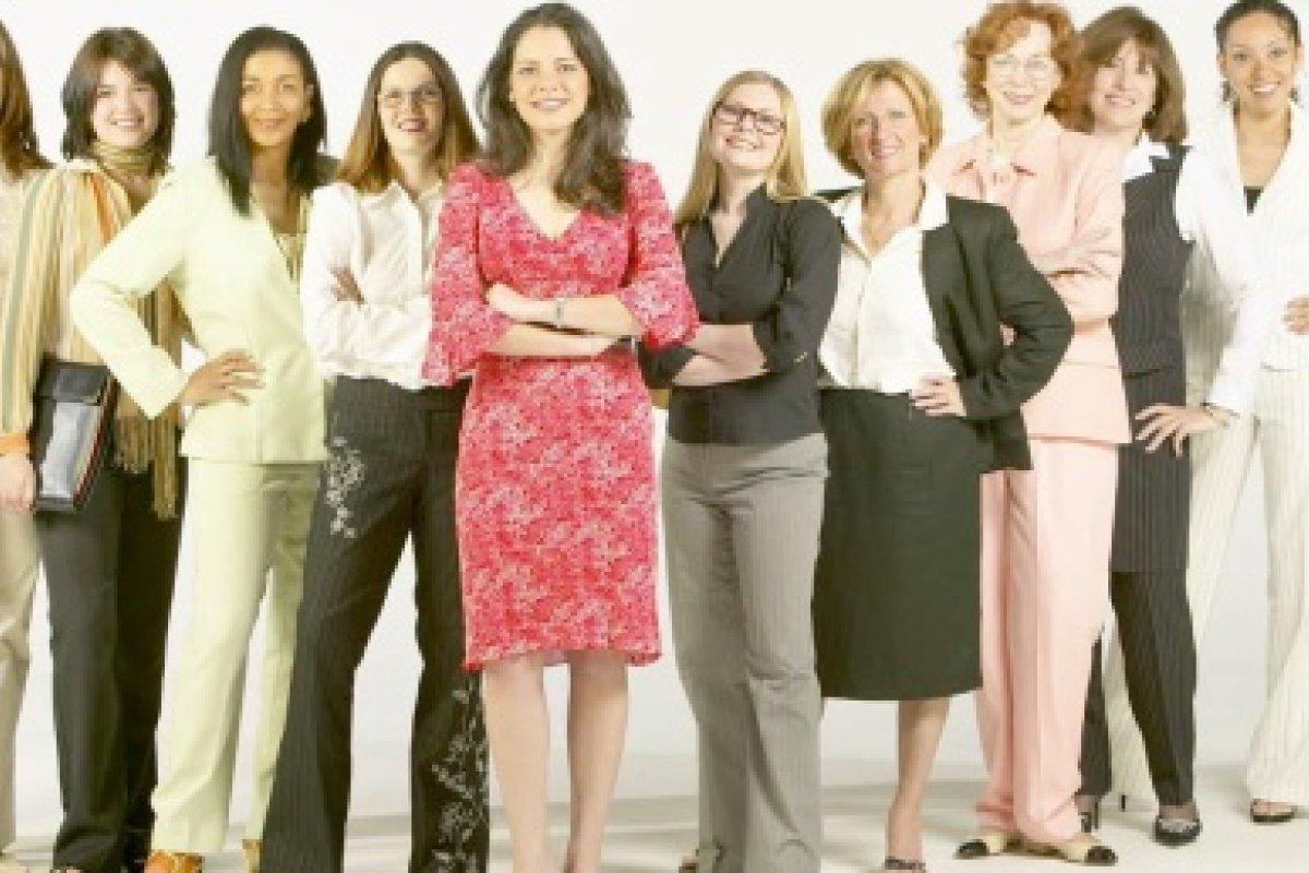 Las mujeres constituyen el 54% de la población mundial, y son quienes tienen la mayor esperanza de vida de 72, frente a los 68 años en los hombres.