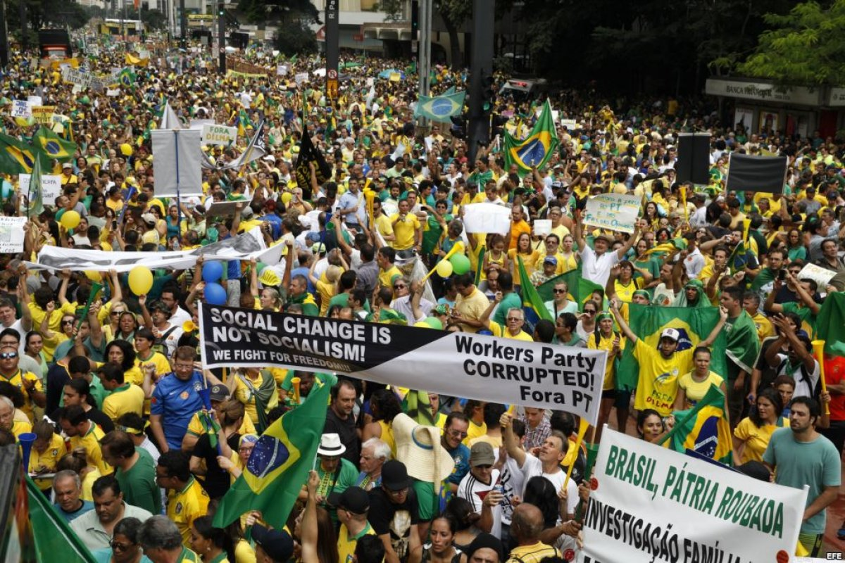 La tasa de inflación en la 1ra quincena de noviembre llegó a 10.28% anual, su peor nivel en 12 años; mientras que el desempleo no deja de crecer, 2 millones de brasileños no tiene una fuente de trabajo.
