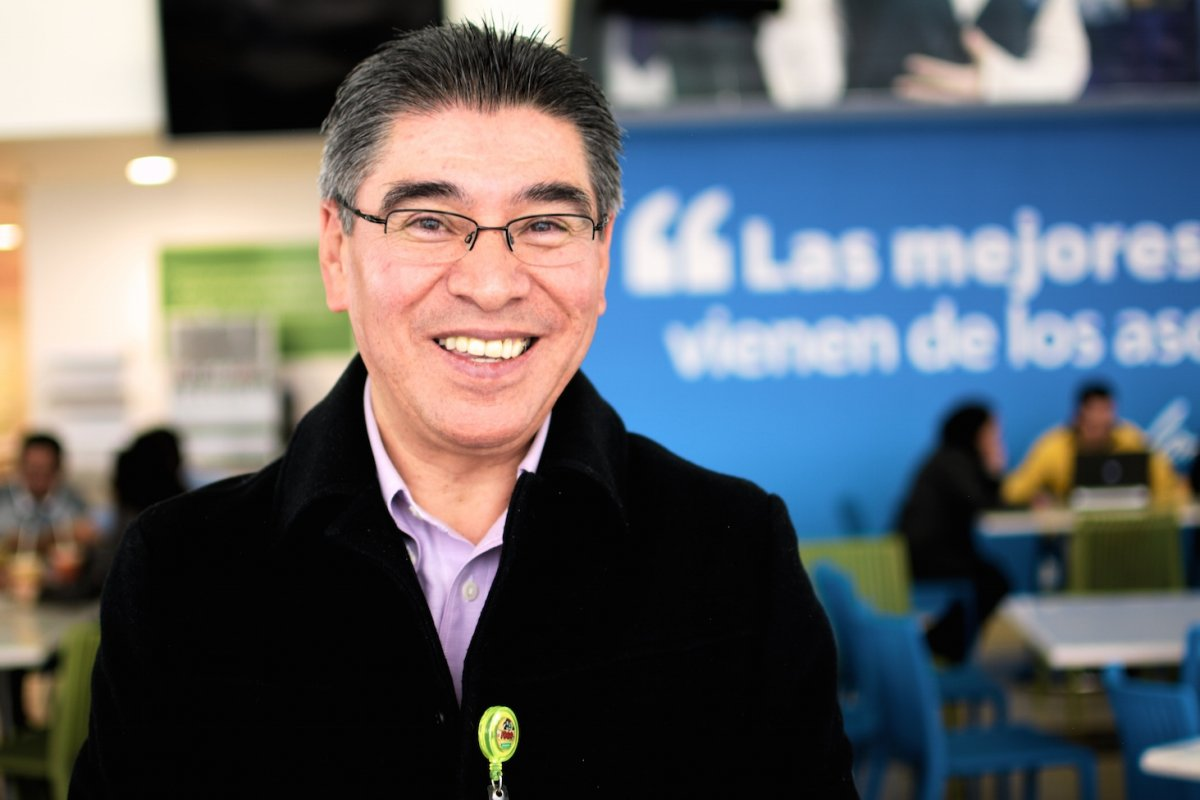 José Luis Torres entró como empacador a los 16 años y se jubilará, 41 años después, como vicepresidente senior de Bodega Aurrerá