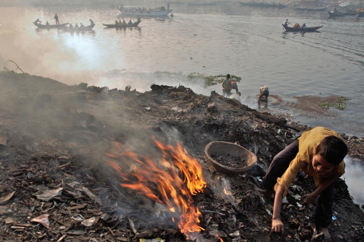 Las zonas de bajos ingresos están más expuestas a contaminantes ambientales.
