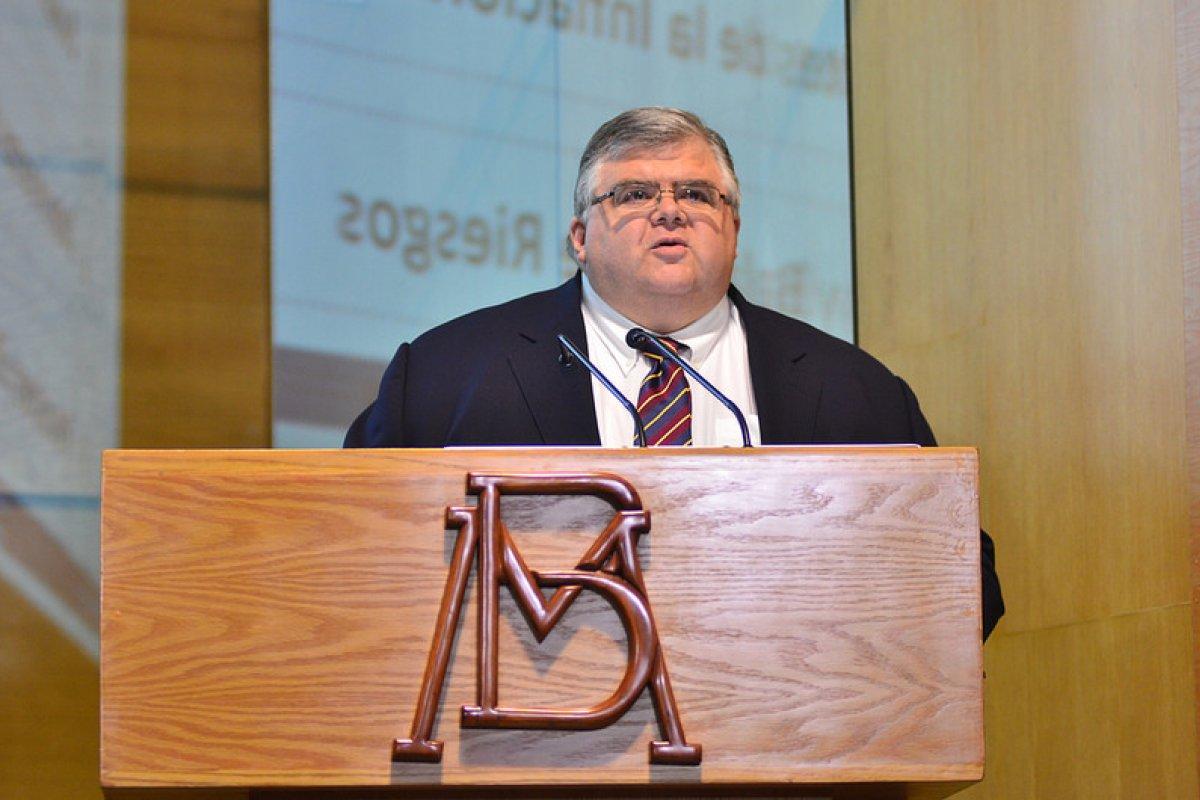 El gobernador del Banco de México, Agustín Carstens, dejará el puesto el 1 de julio de 2017
