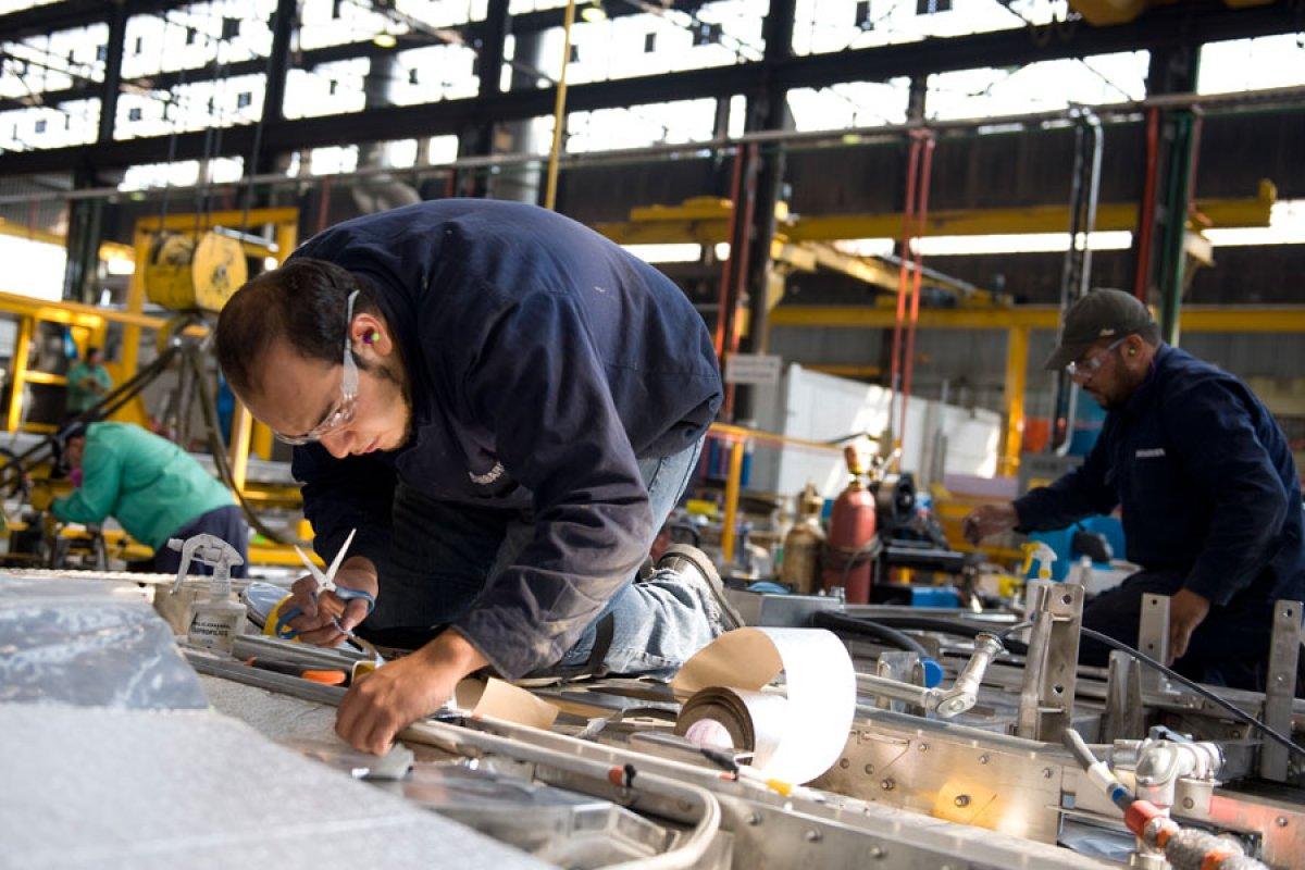 Por cada cuatro trabajadores que sean reemplazados con tecnología la industria se contratará a una persona con un perfil de alta competencia.