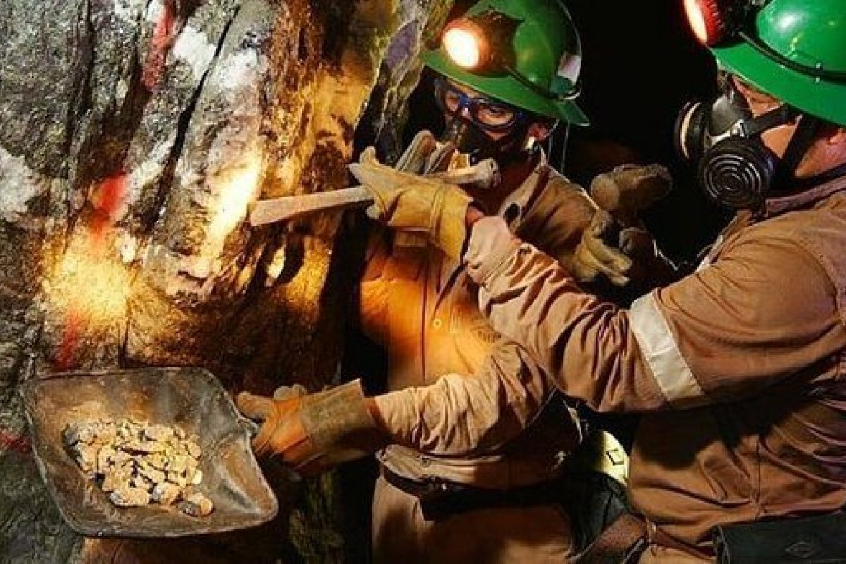 La minería representa el 8.8% del PIB industrial y el 3% del nacional, es fuente de 345 mil empleos formales directos.