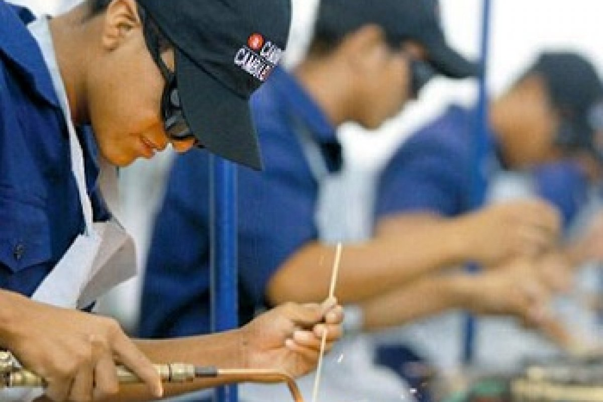 En promedio, los salarios para quienes estudiaron una carrera son sólo 1,500 pesos mayores que para quienes concluyeron el bachillerato.