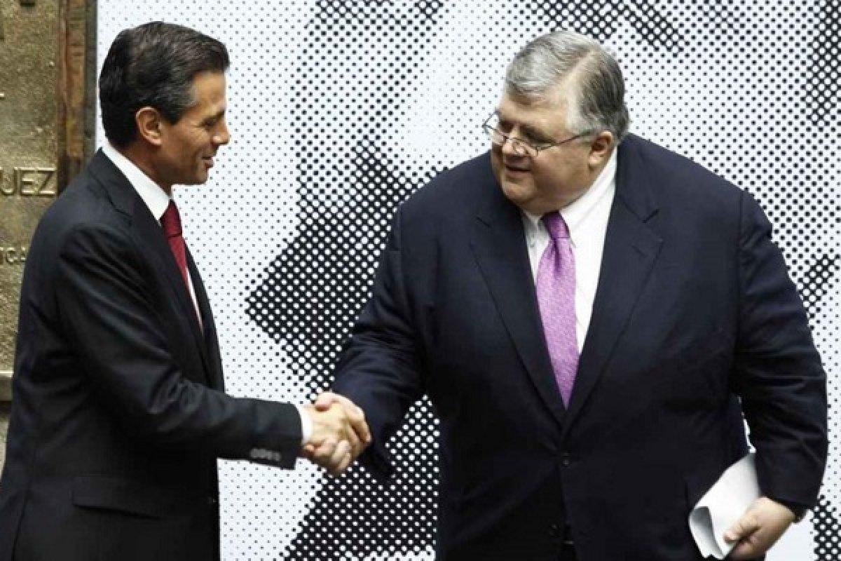 Enrique Peña Nieto le presentó la petición a Carstens para que alargara su estadía como gobernador de Banxico.