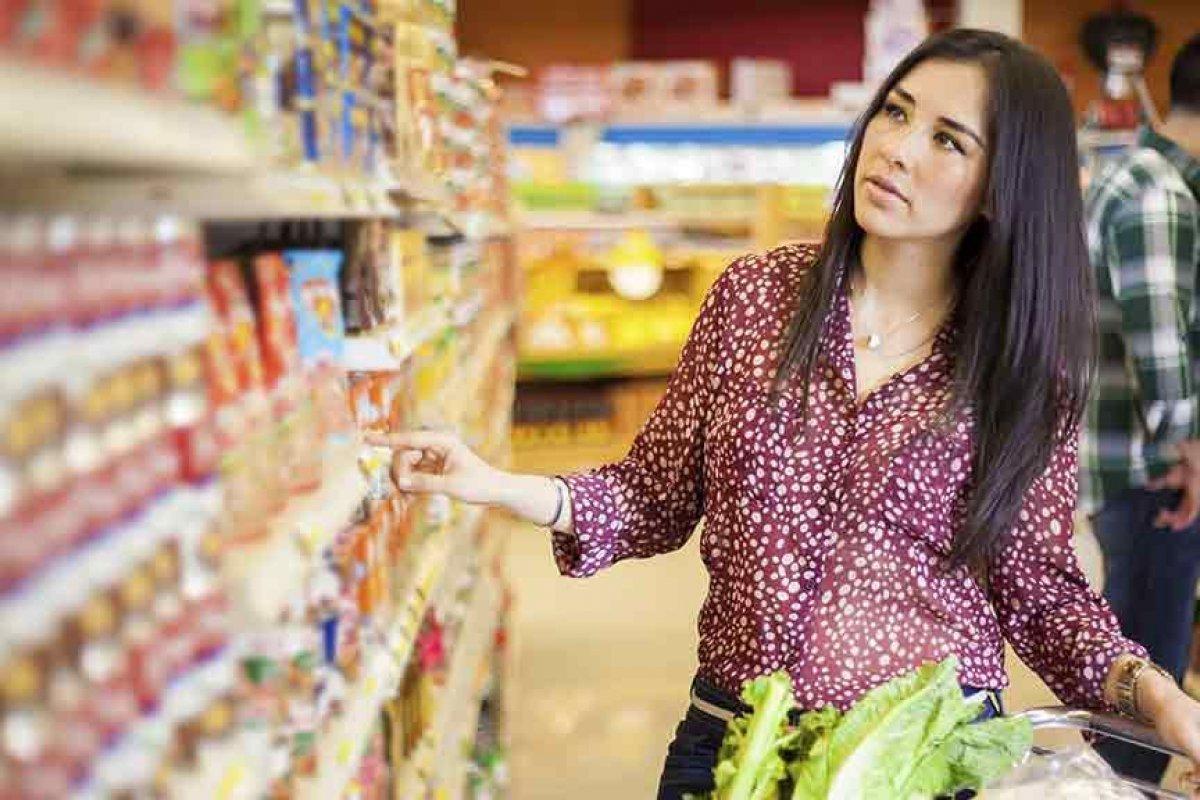 El 88% de los latinoamericanos confian plenamente en las recomendaciones que les hacen las personas que conocen sobre un producto.