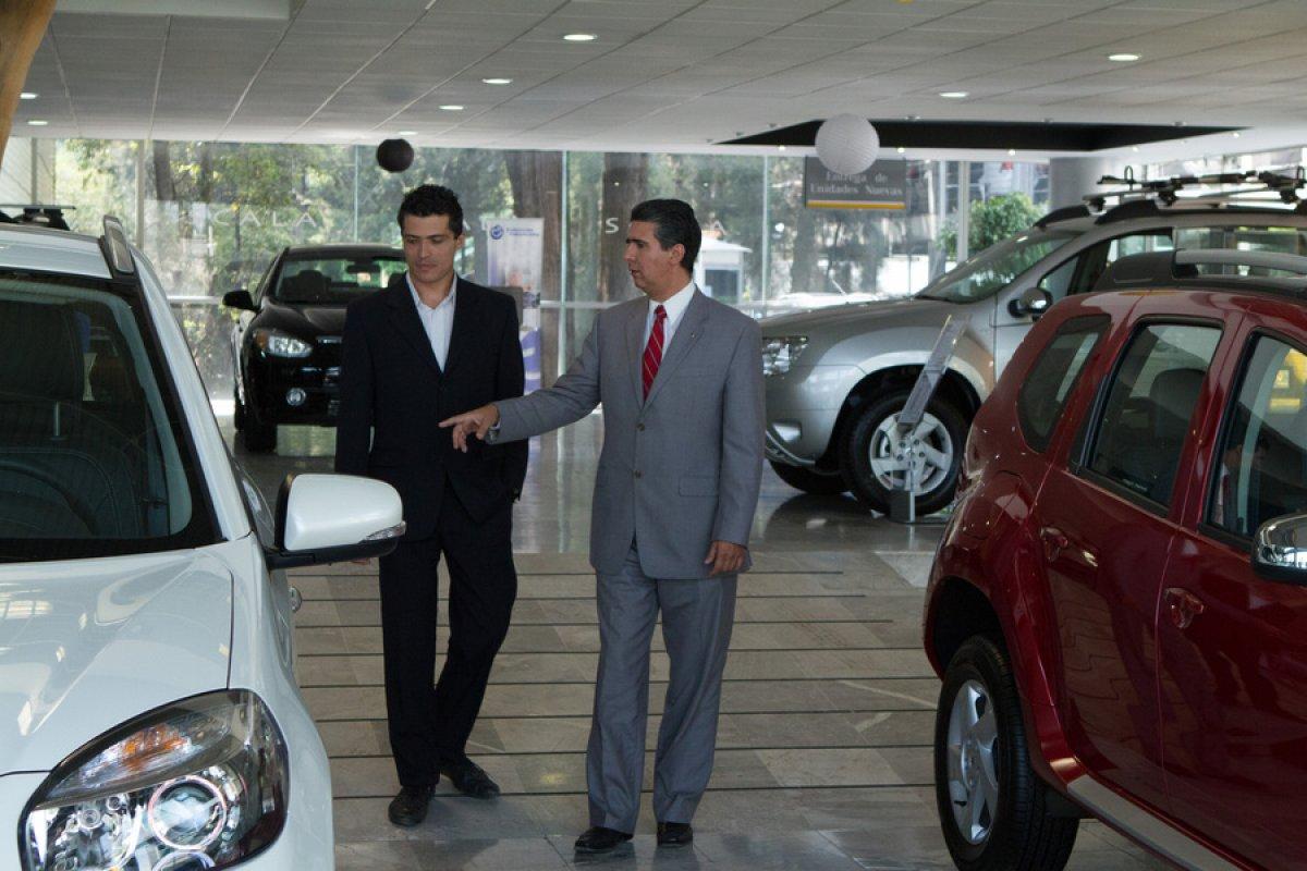 La gente está buscando autos que consuman menos gasolina.