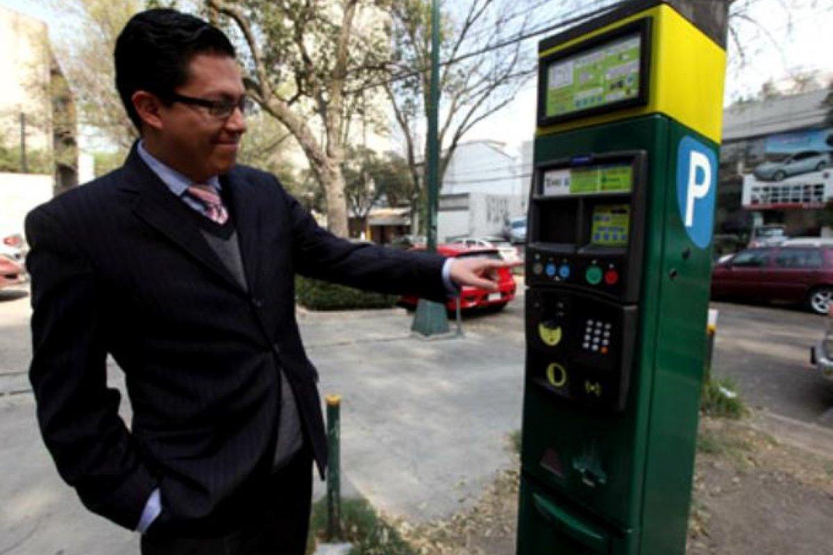 8 pesos por hora es la tarifa que cobran los parquímetros en la Ciudad de México.