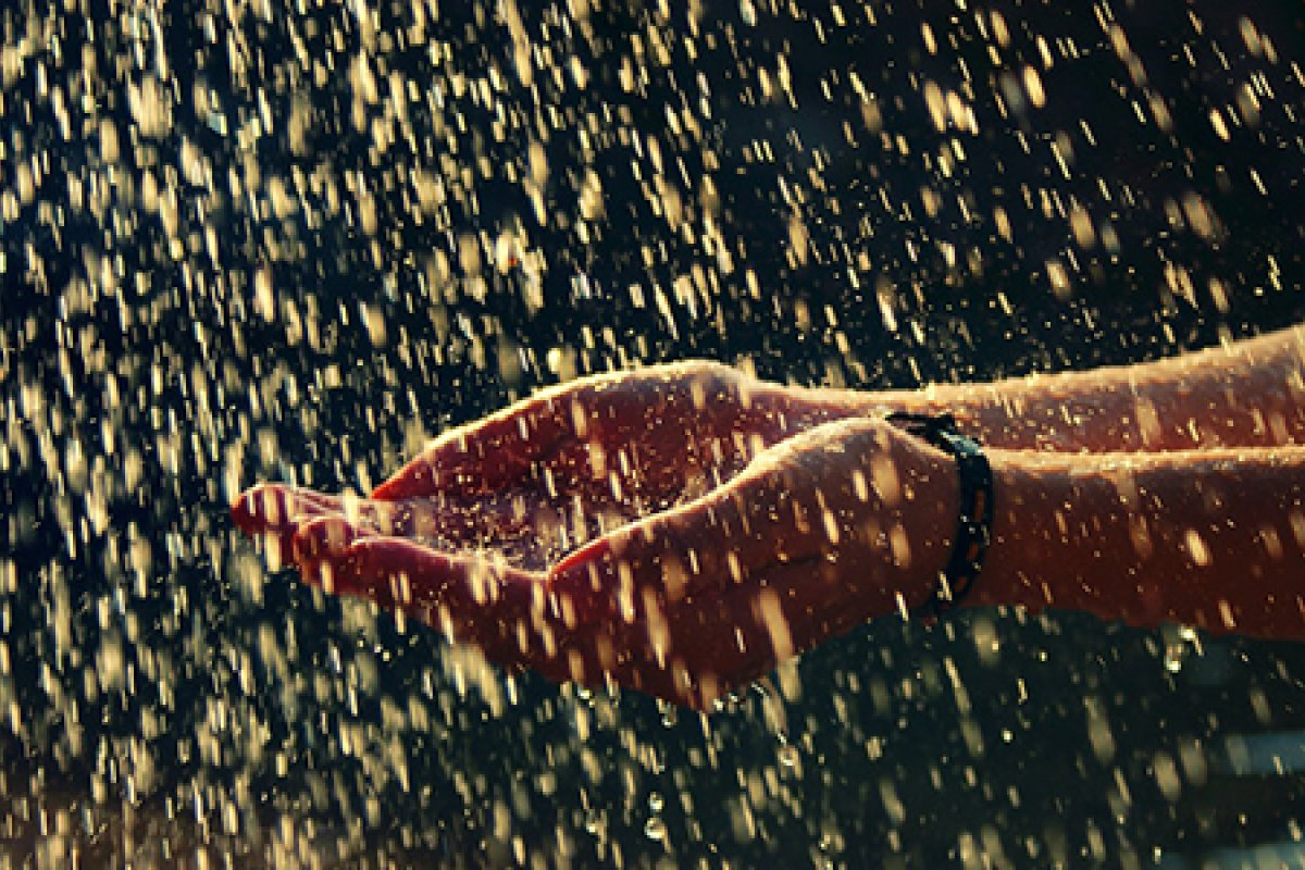 Recolectar agua de lluvia con mecanismos baratos podría solucionar el problema de escasez.
