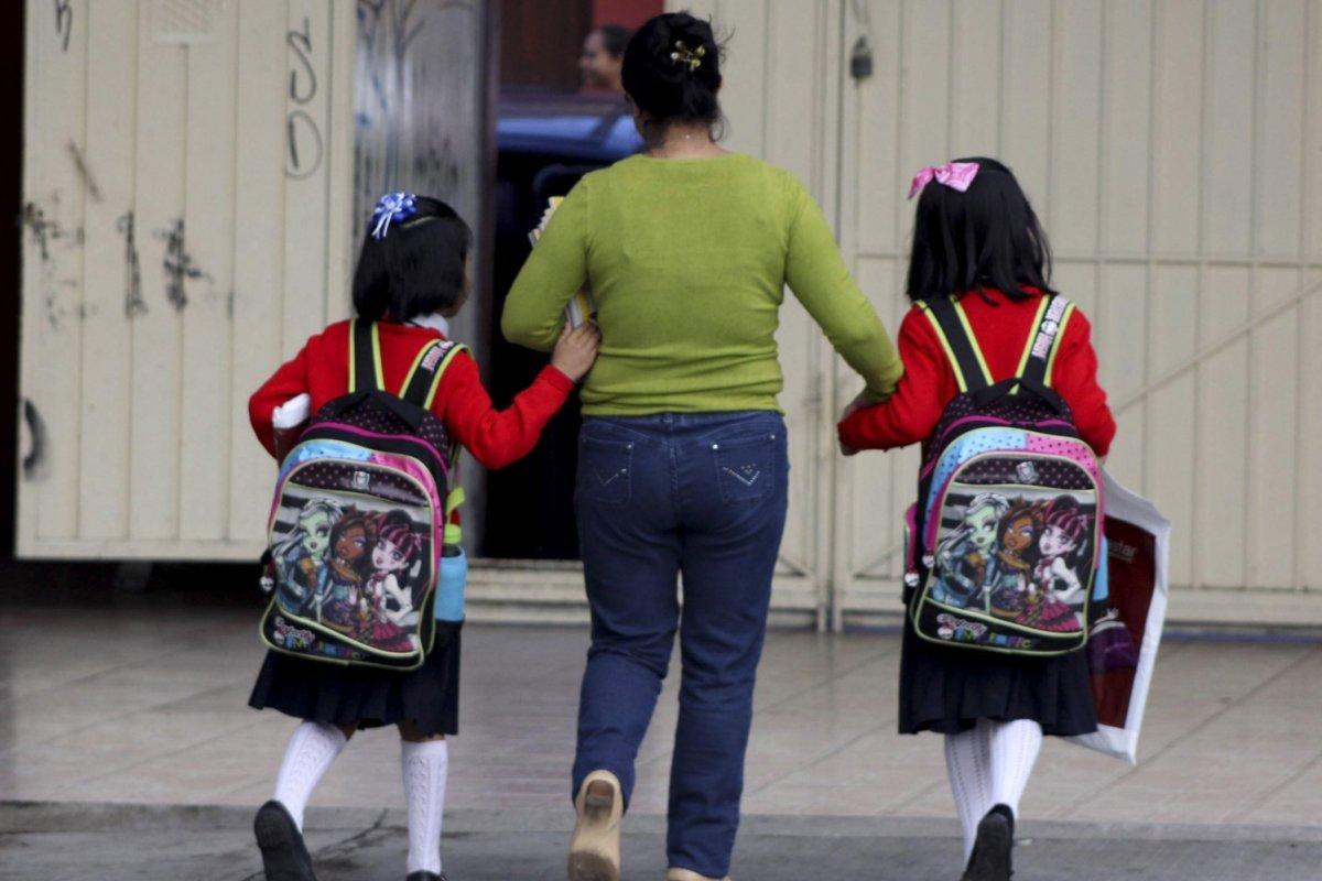 25.7 millones de niños acuden a preescolares, primarias o secundarias en México.