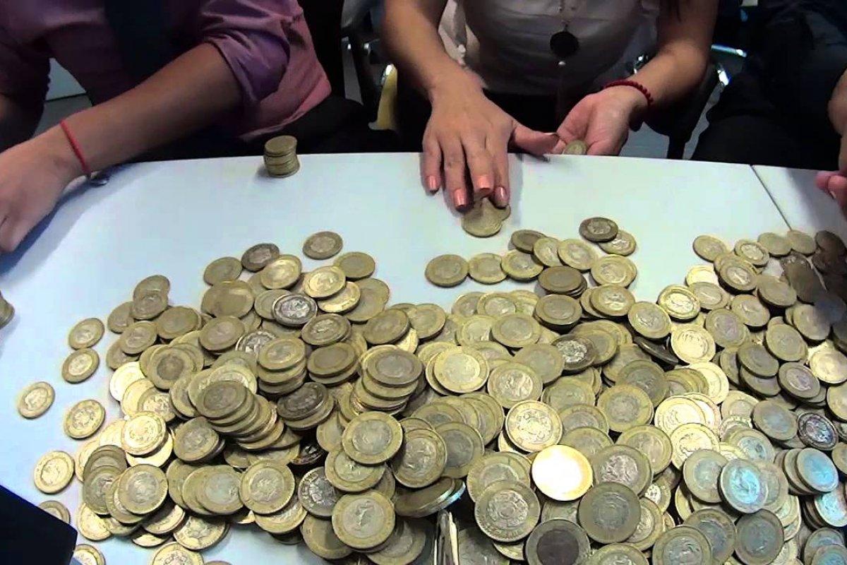 Entre los monederos, tiendas y alcancías, los mexicanos guardaron 1.2 billones de pesos en efectivo en abril de 2017.