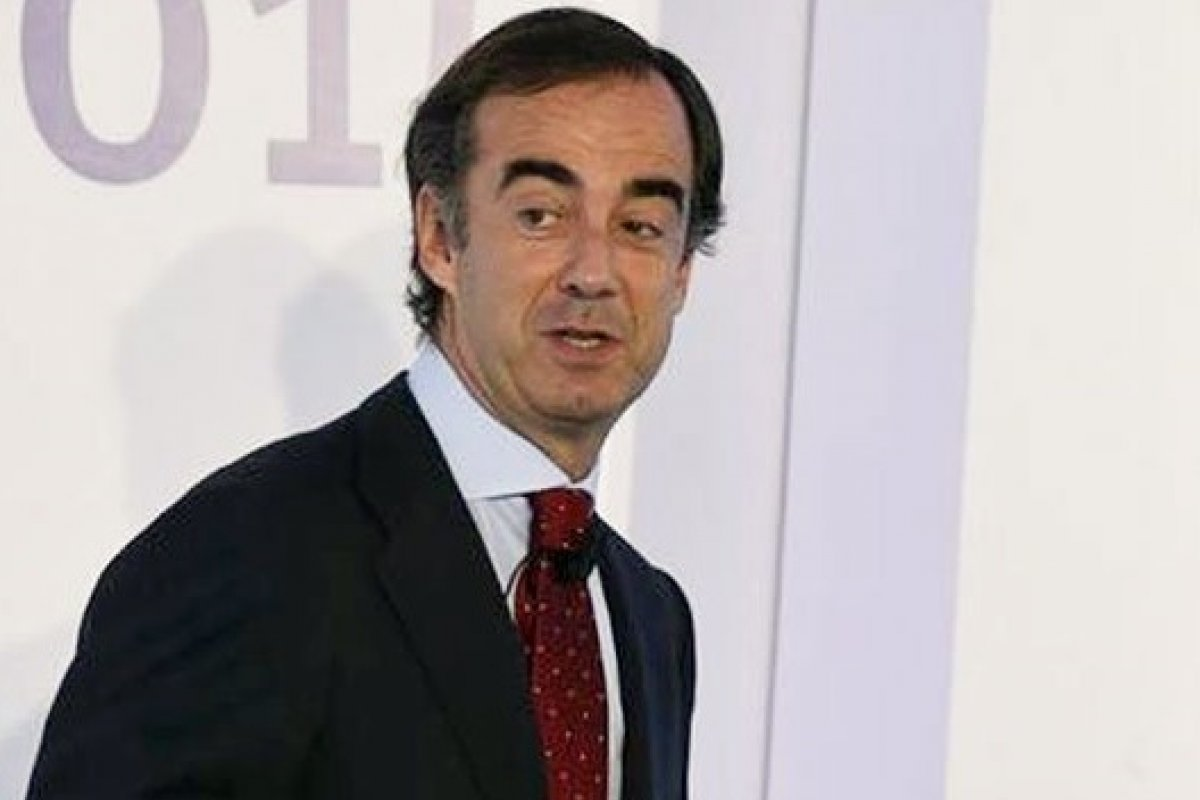La empresa que preside Juan Villa-Mir de Fuentes adquirirá a la filial mexicana para que salga de la bolsa mexicana.